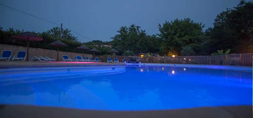 Camping la rivi re for Camping au bord de la dordogne avec piscine